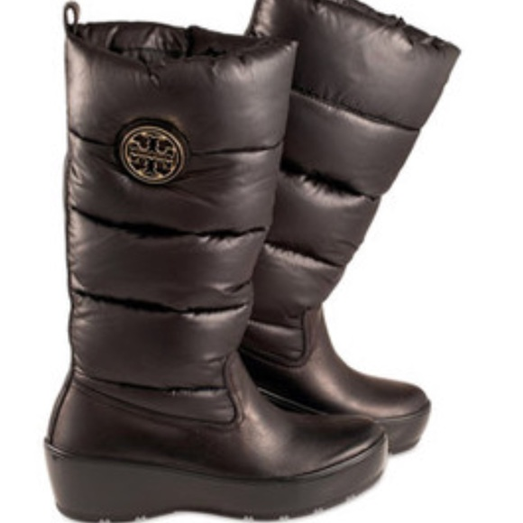 29d720f9473 Tory Burch Snow Puffer Boots. M 5a51136f00450f4519013e2e